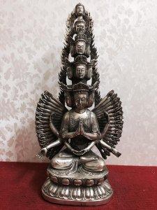 Siêu phẩm: Phật Thiên Thủ Thiên Nhãn( Hình ảnh nói lên tất cả). Chất liệu: Đồng tráng bạc. Kích thướ