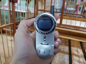 Motorola V70 màu bạc nguyên zin thay vỏ mới đẹp 98%