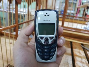 Nokia 8310 nguyên zin chính hãng màu trắng đen đẹp 96%