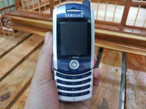 Samsung SGH - Z130 màu xanh viền bạc chính hãng đẹp 99%