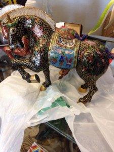 hai bức tượng ngựa bằng pháp lam
