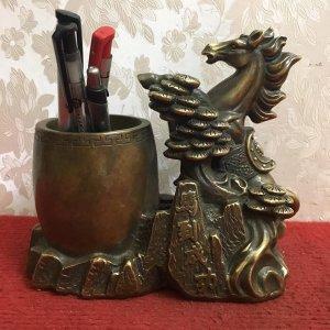 """Ống bút"""" Mã Đáo Thành Công"""" rất đẹp và độc đáo. Ý nghĩa: biểu tượng cho sự thành công, mau đi mau về"""