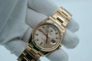 ( SOLD) Đồng hồ Rolex Day Date 118235 mặt tia mắt xe tăng vàng khối 18k