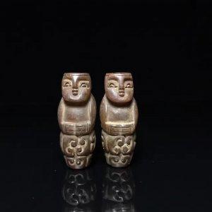 """Cặp ngọc châu cổ thời Hán chạm hình nhân.Kích thước:""""4.2cm*1.8cm*1.6cm.Nặng 38gr"""