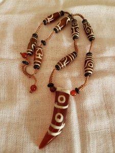Dây chuyền đá Lạt Ma Tây Tạng hay còn gọi là dzi beads.