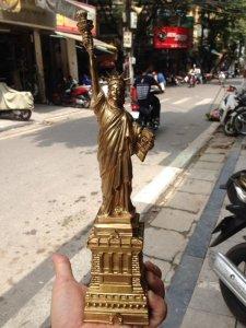 Tượng đồng đúc nữ thần tự do hàng làng nghề Việt Nam