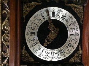 Đồng hồ hai quả lê của Đức sản xuất