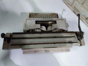 Máy đánh chữ olivertti
