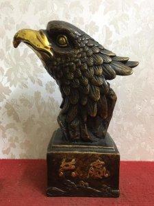 Đầu đại bàng( Chúa tể bầu trời) biểu tượng cho quyền lực, địa vị và thu phục... Sử dụng: Bày trên bà