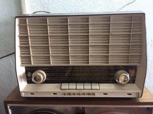 Radio Philips chạy bóng đèn