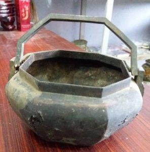Ấm trà bằng đồng xưa quý hiếm