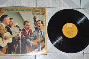 Đĩa than nhựa The Brother Four ( Golden double series) gồm 2 đĩa.