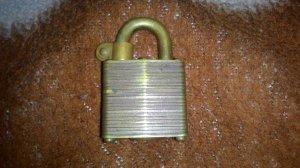 Ống khóa đồng xưa của mỹ