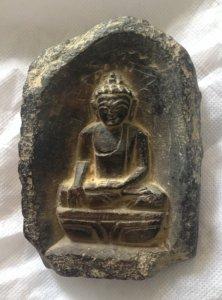 Tượng Phật chuyển pháp luân bằng đá ở vườn Lộc Uyển (Sarnath), Ấn Độ