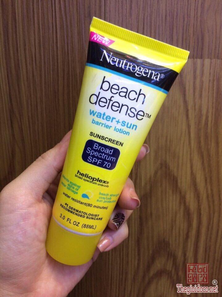 Kem-chong-nang-di-bien-Neutrogena-beach-defense-water+sun-SPF-70 (3).jpg