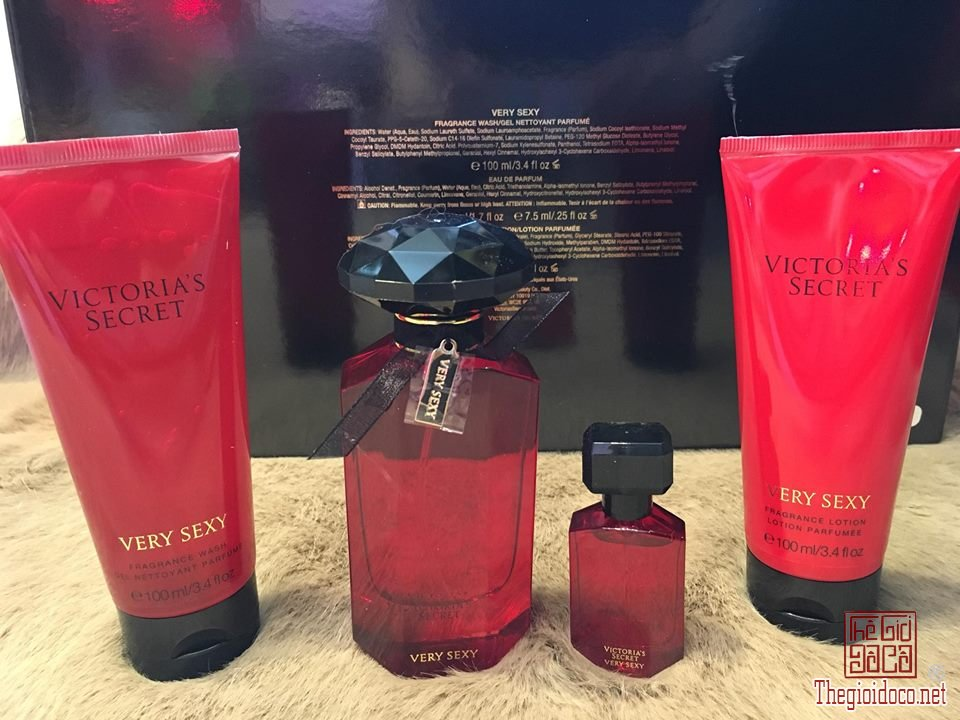 Giftset-Very-sexy-4-mon-nuoc-hoa-gia-re-nuoc-hoa-chinh-hang (3).jpg