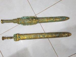 Cặp kiếm cô bằng đồng xưa