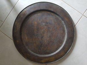 Mâm ăn cơm bằng đồng cổ xưa