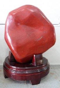 Ngọc bích đỏ thô quý hiếm