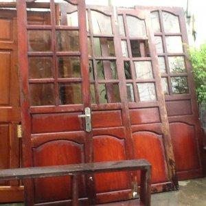 trụ tiện tay vịn cầu thang - kệ bếp - cửa phòng -cửa 4 cánh .gỗ căm xe