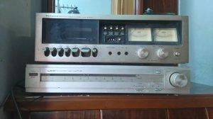 Dọn nhà có  cacssetett  và radio cổ của nhật.