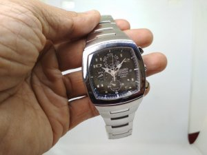 Đồng hồ chính hãng thương hiệu Seiko.