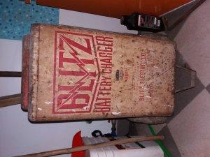 Cần bán máy sạc điện cực hiếm BLITZ - MỸ được sử dụng từ thời chiến tranh