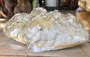 LỢN TÀI LỘC, được đục trên vỏ sò hóa thạch hàng 1.000 năm tuổi