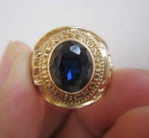 Nhẫn 10K, hột xanh đen, họa tiết kỵ sỹ cực đẹp. Năm 1972