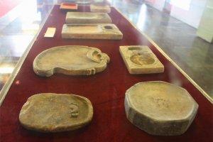 Những cổ vật đa dạng về chủng loại được trưng bày cho mọi người đến tham quan