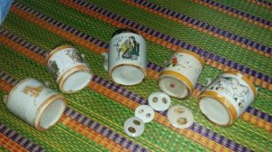 5 bình trà xưa...