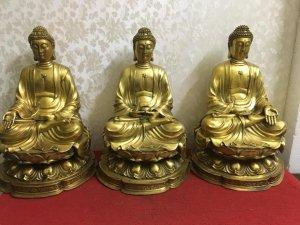 Bộ tam thế Phật hàng to đẹp thần thái...( Nhìn bên ngoài to đẹp hơn rất nhiều). Chất liệu: Đồng đúc.