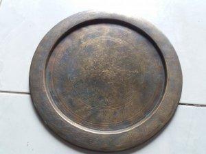 Đĩa đồng xưa điêu khắc tinh xảo