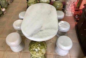 Bộ bàn đẹp đáng để sưu tầm giá bình dân