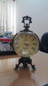 Đồng hồ quả cầu Omega lên dây size lớn 3 chân đứng