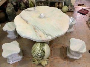 Bộ bàn ghế đá trắng xanh, đáng sưu tầm