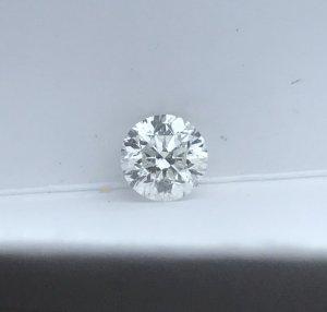 viên kim cương thiên nhiên rời 4,8ly.
