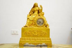 Đồng hồ mạ vàng để bànChâu Âu (LH: Ms.Hằng 0979.837.869)
