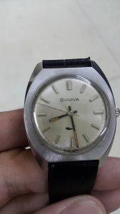 Đồng hồ Bulova bánh gai máy...