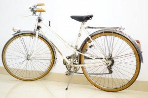 Xe đạp Peugeot màu trắng (LH: Ms.Hằng 0979.837.869)