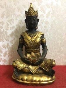Một bức tượng Phật rất đẹp và...