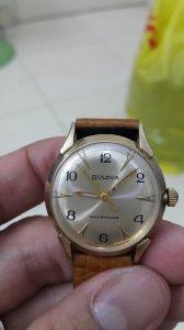 Đồng hồ Bulova lắc kê vàng chạy...