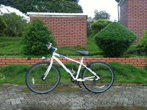 Xe đạp Momentim trắng - Hàng bãi Nhật