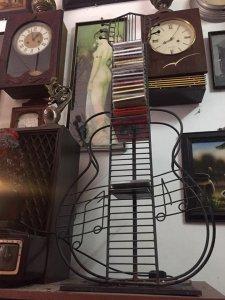 Giá để đĩa CD hình cây đàn
