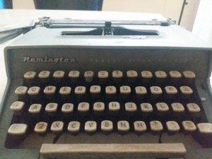 Máy đánh chữ reminton