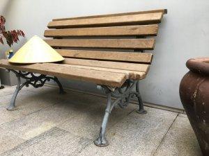 Ghế gỗ chân gang đúc