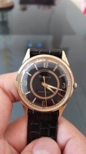 Bulova Thụy Sĩ lên dây lắc kê vàng sản xuất 1966