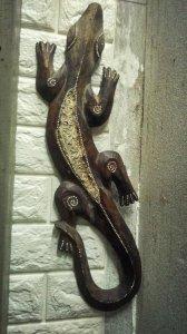 Tượng thằn lằn gỗ treo tường -...