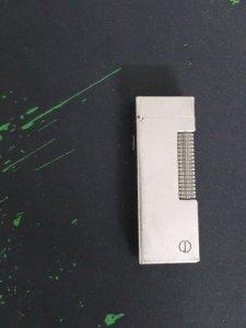 Hộp quẹt Dunhill màu trắng xước Swiss Made