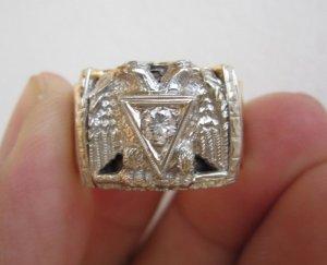 Nhẫn Masonic phome vuông hoành tráng, hột xoàn thiên Nhiên 4,05ly trắng sạch, long lanh.